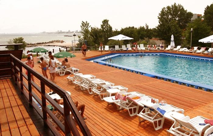Hotel california cap aurora cazare ieftina la hoteluri for Hotel cu piscina